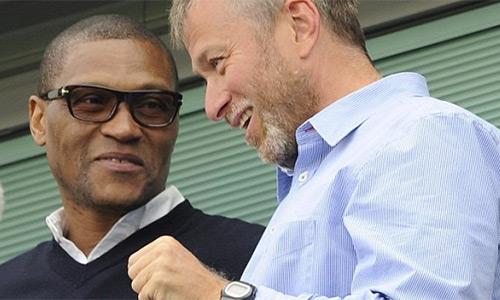 Emenalo đến Chelsea với vai trò rất khiêm tốn, nhưng dần dà chiếm trọn niềm tin, trở thành cánh tay phải của Abramovich trong việc cai quản đội bóng. Ảnh: PA.
