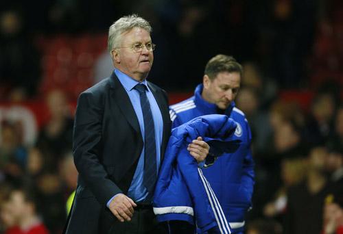 HLV Hiddink vẫn chưa giành chiến thắng nào kể từ khi dẫn dắt Chelsea. Ảnh: Reuters.