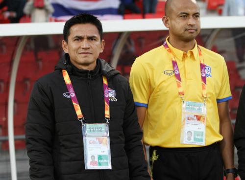 HLV Kiatisuk đứng trước nguy cơ không thể thực hiện mục tiêu giúp U23 Thái Lan lọt vào vòng đấu loại trực tiếp.