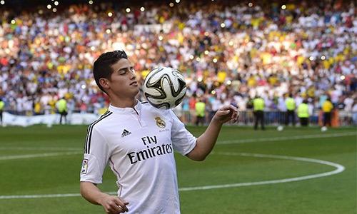 Real, trong kỷ nguyên Perez, luôn làm điên đảo thị trường chuyển nhượng bằng những thương vụ bom tấn như Ronaldo, Kaka, Modric, Bale, James (trong ảnh)... Ảnh: AFP.