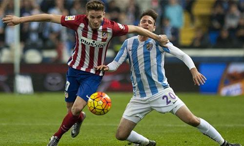Niguel (trái) đang nổi lên như là một trong những tiền vệ trung tâm trẻ hay nhất ở La Liga. Ảnh: AFP.