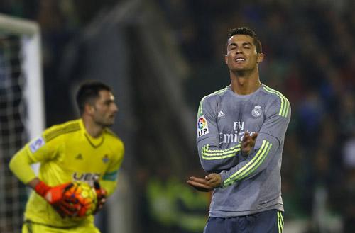 Ronaldo không còn tiếng nói ở những thời khắc khó khăn của Real. Ảnh: Reuters.
