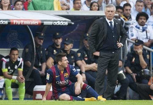 Ancelotti đứng chỉ đạo khi còn dẫn dắt Real trong một trận El Clasico. Ảnh: Reuters