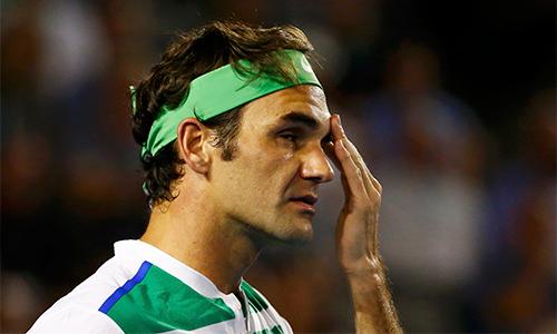 Federer dính chấn thương trong trận chung kết Australia Mở rộng, thua Djokovic. Ảnh: Reuters.