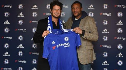 Pato là thương vụ tiềm năng của Chelsea. Ảnh: Reuters.