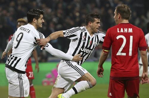 Sturaro (giữa) ghi bàn ấn định tỷ số 2-2. Ảnh: Reuters.