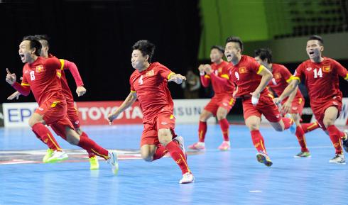 Các cầu thủ Việt Nam vỡ oà niềm vui khi giành vé dự World Cup