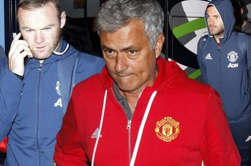 Liệu Mourinho có đi theo vết xe đổ của Van Gaal