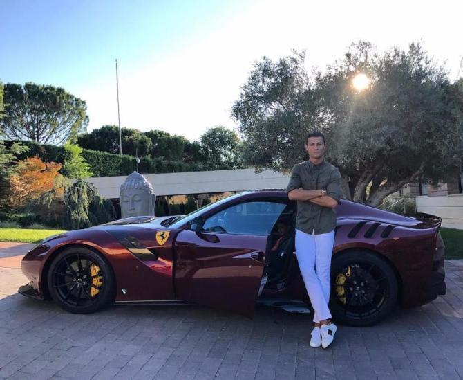 Ăn mừng chiến thắng, Ronaldo sắm liền siêu xe