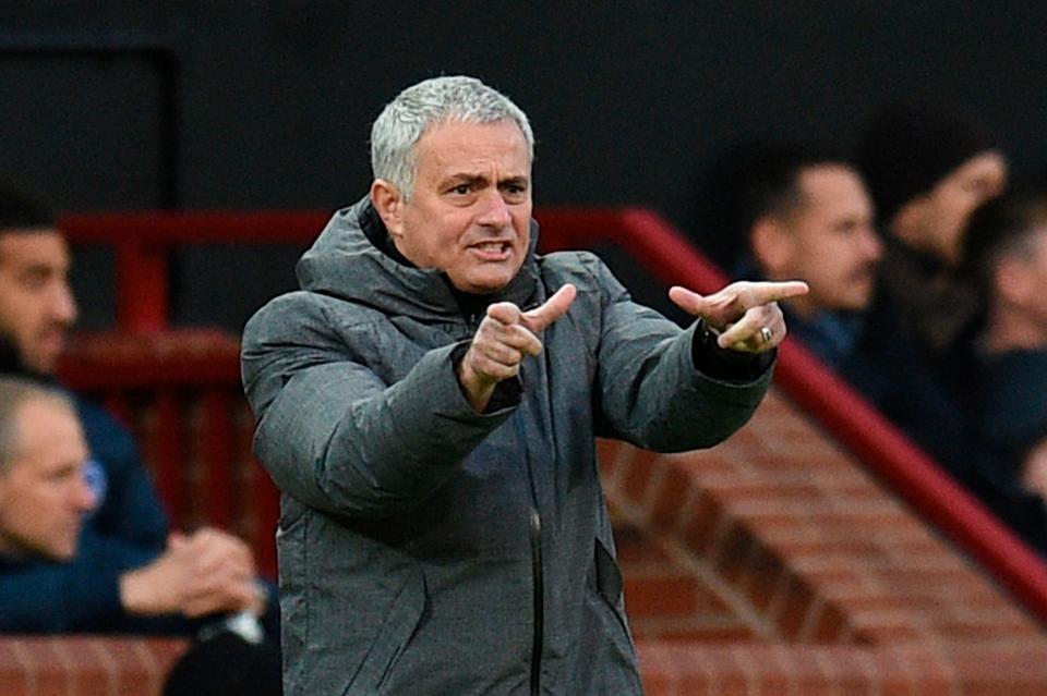 Mourinho yêu cầu tìm nhà ảo thuật gánh vác team vào tháng 1