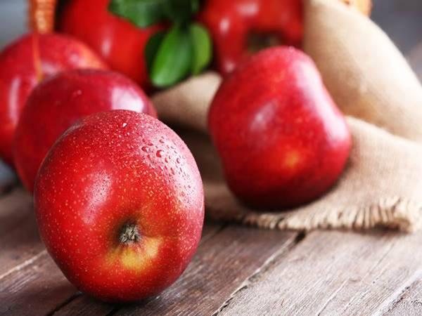Giải mã giấc mơ thấy quả táo đánh con gì?